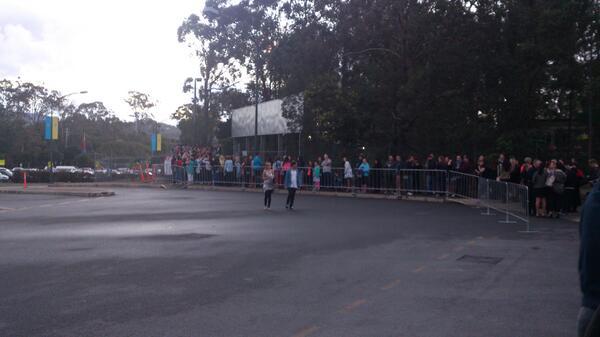 BB2013 launch line queue